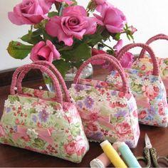 Handbag Pincushion Patternr #crafts #diy #wedding www.BlueRainbowDesign.com