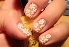 Happy white-petaled daisies remind us of the 1990s.