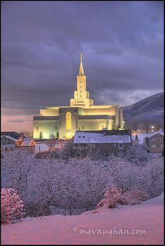 Bountiful UT temple with snow
