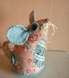 I ❤ pincushions . . . We have mice,loose in the house! Where's that cat when you need him?! ~By Lucykate Crafts