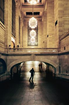 Whispering wall at Grand Central Terminal, New York, shot by Steve McCurry. #photography, #kodachrome