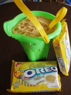 "Ever made ""dirt cake"" for your kids? How about ""sand cake"" with blonde Oreos for summer?"