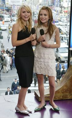 Ashley and Mary-Kate in dresses with heels so teeny I'm calling them flats.