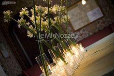 http://www.lemienozze.it/gallerie/foto-fiori-e-allestimenti-matrimonio/img4692.html  Originali centrotavola con fiori per il matrimonio con fiori, tavolo matrimonio, il matrimonio, visto su, centrotavola con