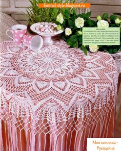 Изумительно красивая белая скатерть для круглого стола