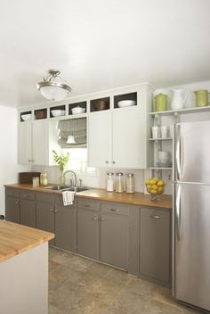 White upper cabinets extended to the ceiling taupe lowers.  Loving.