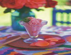 Helado de pétalos de rosa. Ver recetas:http://www.mis-recetas.org/recetas/show/4811-helado-de-petalos-de-rosa