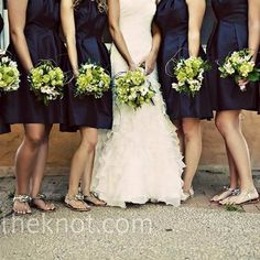 Navy Chartreuse Wedding @Michelle Flynn Neurohr the board that this pin is from is all you. Check it out