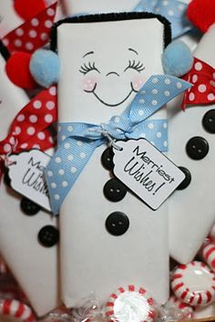 ! Wrap a full sized chocolate bar with white wrapping paper and draw on the faces. For the earmuffs, use a black pipe cleaner and  pom poms. Use buttons or black puffy paint and a cute ribbon and tag to complete the look.