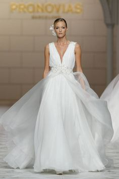 See the best looks from Pronovias Spring 2015, here.
