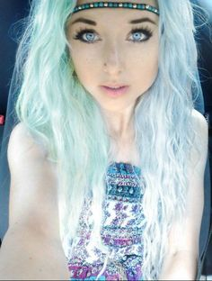 I love this hair style,its indie scene,and plus its on a tumblr girl