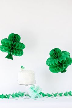 DIY Shamrock Honeycomb Tablescape Decorations