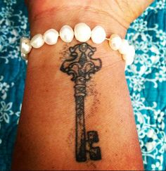 ~ skeleton key tattoo ❤️  smaller. much smaller.