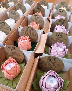 Flores de origami y velas