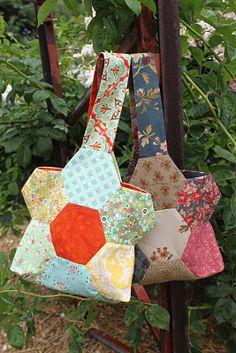 Moda Bake Shop handbag, hexagon flower, hexagon bag, bake shop, flower bag, flowers, bag tutorials, moda bake, bags