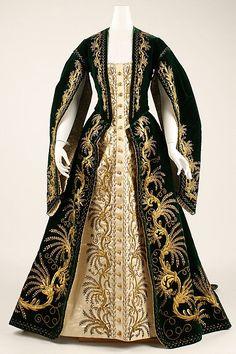 Court dress, ca 1900 Russia, the Met Museum