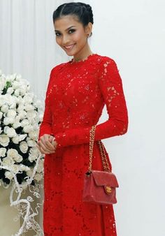 Very heavy lace with some added sparkle. #aodai