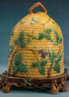Lovely Victorian Majolica cheese keeper