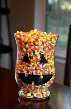DIY Halloween Candy Jar Craft. I love nothing better than filling jars full of things and enjoying all season long. Time to replace by red, white and blue beans soon!