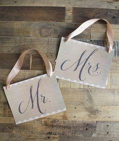 Burlap Mr. and Mrs. Chair Signs – Free Printable - Ellinée journal | DIY Blog