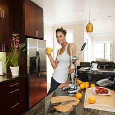 A kitchen redo can mean sticking to healthy eating—and weight loss—goals. We show you 14 ways a kitchen remodel can help you lose weight! | Photo: Geri Lavrov/Getty Images | thisoldhouse.com