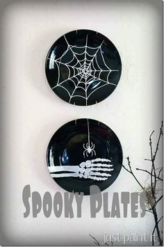 Make dollar store plates spooky with paint - @MuralMaker1