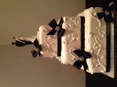 Detailed Black Bow Wedding Cake  #blackbowwedding #coloradoweddings #coloradospringswedding #sugarplumcakeshoppe