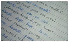 Maak een werkblad waarin de kinderen schrijven oefenen met zinnetjes over hun klasgenoten.