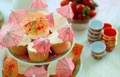Cupcakes with paper parasols for asian themed b-day party birthday parties, chinese new years, themed cupcakes, party cupcakes, paper, theme parti, umbrella, birthday themes, themed parties