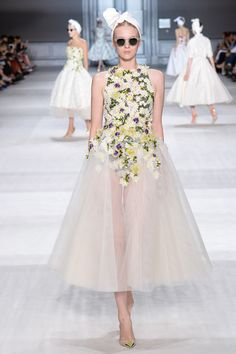 Giambattista Valli Fall 2014 Couture. Read the review on Vogue.com.