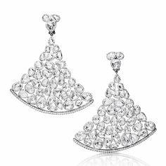 De Grisogono http://www.vogue.fr/joaillerie/shopping/diaporama/boucles-d-oreilles-diamants-pendants-soir/16640/image/889203