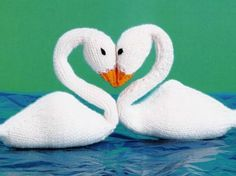 Knitted Swan Dolls in Love (Free Pattern) - Craftfoxes
