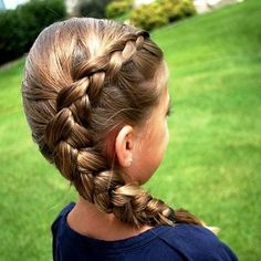 Omg!! I loveeeeeeee this hairstyle!! I have been doing this style forever!! It is my go to style!!