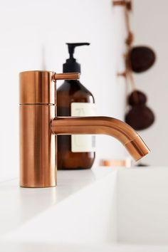 Grifería de baño / Grifo baño: #grifería #baño en cobre.  #decoración #baños