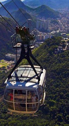 Sugarloaf Mountain cable-car in Rio de Janeiro, Brazil // photo: Eduardo Azeredo on Fotolia