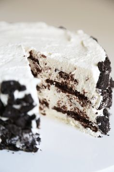 This Icebox No-Bake Cake is like a giant Oreo cookie!!!