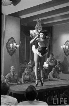 Leslie Caron en pointe, 1952.