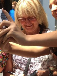Liams mom signing autographs and taking pics! ^.^