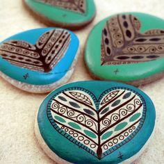 stone painting heart, diy crafts, heart rocks, painted stones, rock paint, painted rocks, paint stone, paint rock, heart designs