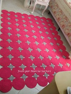 Crocheted rug-- So making one of these in mint and green for my room :)