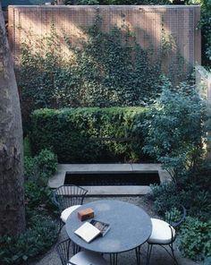 Kitap okumalık. Townhouse bahçesi.Steven Harris Architects tarafından.