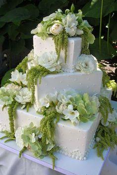 white flowers, flower cakes, wedding flowers, garden cakes, flower decorations, fresh flowers, white wedding cakes, garden plants, green flowers