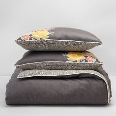 Beautiful bedding basics: Charcoal gray with citrus hues
