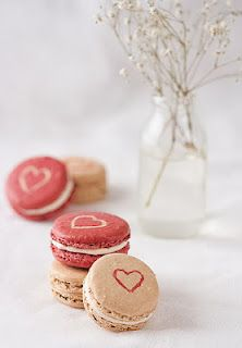 Macarons pour la Saint Valentin. libraries, wedding parties, heart, foods, valentine day, party desserts, pink, homes, macaroons