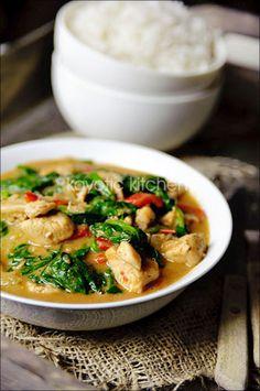 Chicken Palava (African Peanut Stew) via Kayotic Kitchen - http://www.kayotic.nl/blog/chicken-palava-african-peanut-stew
