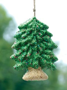 Birdseed Christmas Tree http://www.hgtv.com/gardening/gardening-holiday-gift-guide/pictures/page-5.html?soc=pinterest