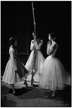 """Martine Franck - Three """"Petits Rats"""" de l'Opéra de Paris. 1979 © Martine Franck/Magnum Photos. S)"""