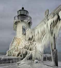 Spectacular Photos of Frozen Lighthouses on Lake Michigan