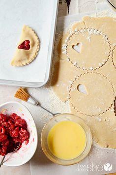 Raspberry Lemon Pie Pockets  #howdoesshe #raspberry #pie #piepockets #fundessertideas #lemon #quickpiepockets howdoesshe.com