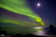 Brilliant auroras blanket the skies above the Reykjanes peninsula in Iceland. (Photo by Ellert Gretarsson)